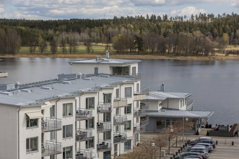 Lägenheter, vatten och skog i Täby